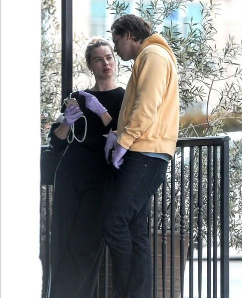 NEW  Margot na spacerze ze swoim mężem 31 marca w LA