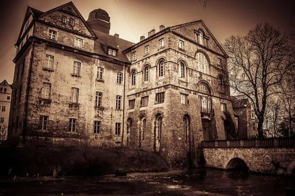 Would you spend a full night inside of a haunted house if someone paid you