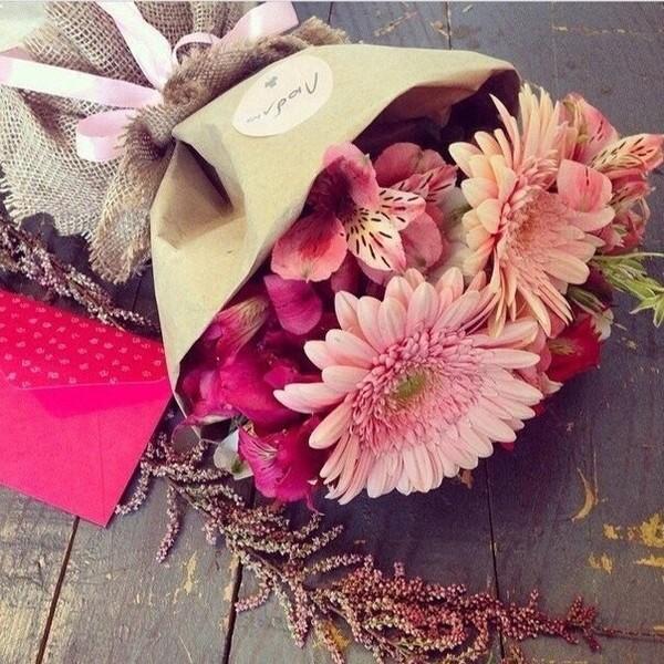 цветы для больше чем мертвые растения в фольге