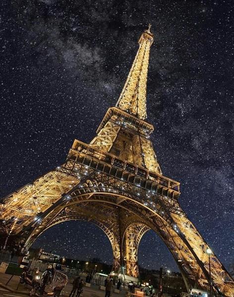 Le thème du jour est la tour Eiffel