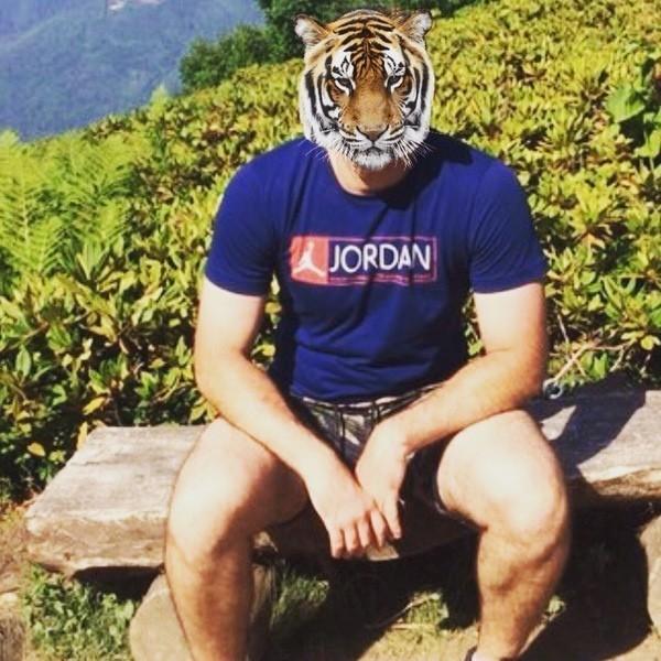 Ты на фото с тигром на голове