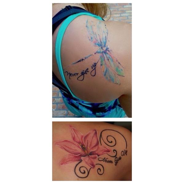 Jakiś śliczny tatuaż z napisem Never give up