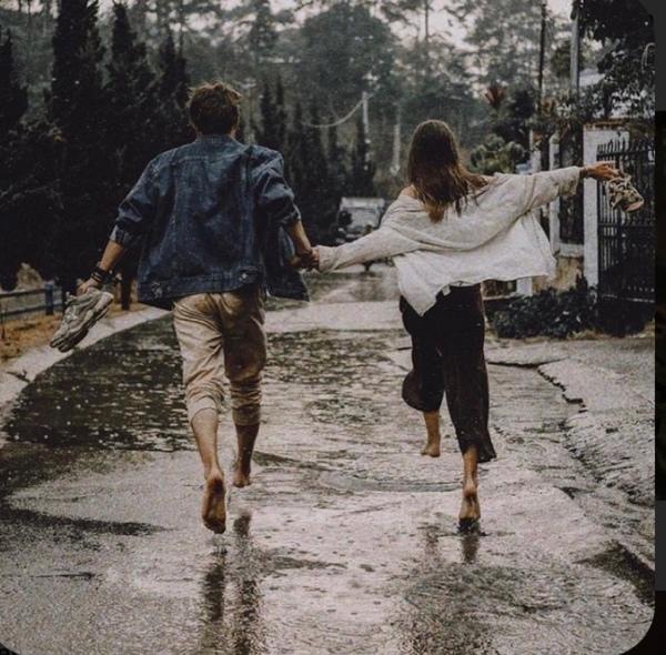 كيف التقينا كل شيء ضدنا صيفان بينهما أسى وشتاء  لا تخبري أحدا أخاف
