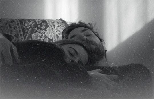 W każdy dzień muszę za Ciebie spadać z półpiętra