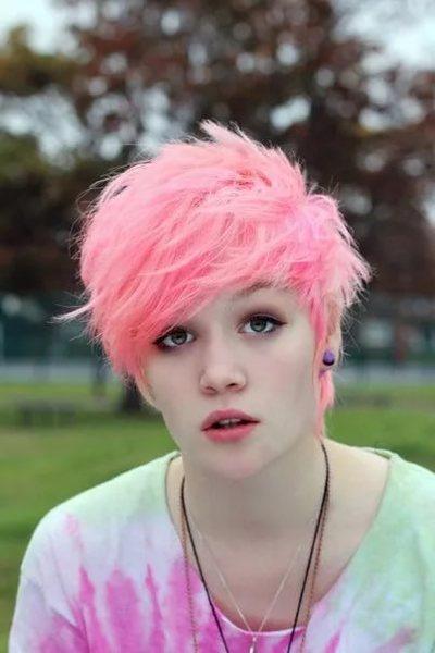 У тебя красивая внешность зачем ты будешь волосы стричь Тебе и с длиными очень