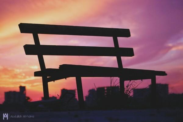 وحيدا بقيت  نسيتك الاماكن و الامسيات خانتك العبارات والكلمات  حتى المشاعر و