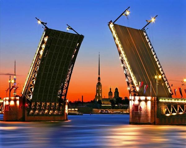 Какие у вас возникают ассоциации когда слышите название города  Санкт Петербург