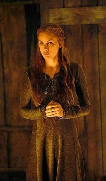 Ulubionym synem Esther był Finn jednak Klausa uważała za najbardziej
