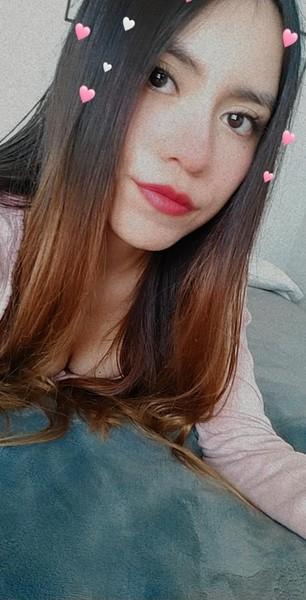 Hola niña  Sabias que eres una chica muy linda  Me regalas una foto tuya