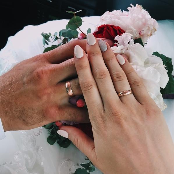 На каком пальце носите кольцо