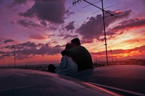 يقول شمس التبريزي ذلك الشخص الذي يختطفك من نفسك إلى نفسك يستحق الحب وقد صدق قوله