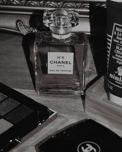 Você quando coloca perfume  Muito ou pouco
