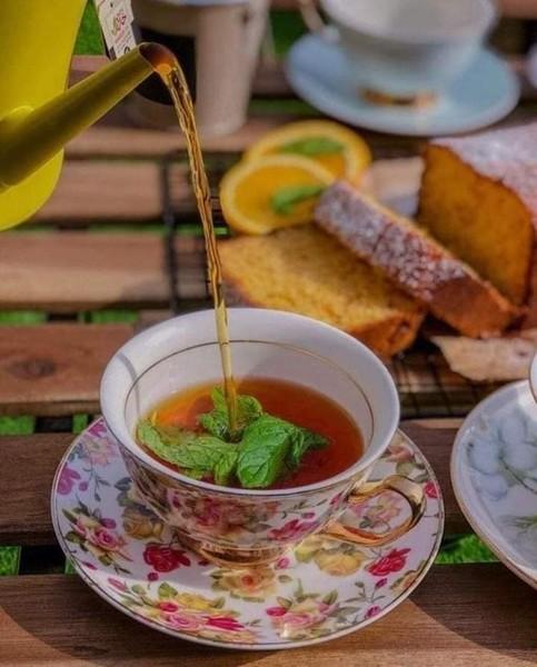 مساءالخير  دع العالم على رف عتيق واشرب الشاي