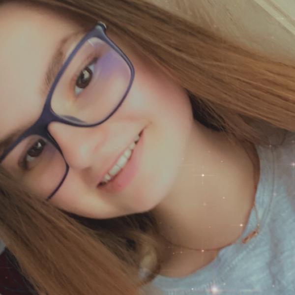 Poste ein Bild von einem künstlichen Lächeln