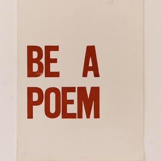 Ты знаешь какойнибудь стих наизусть   Как вообще относишься к поэзии Есть