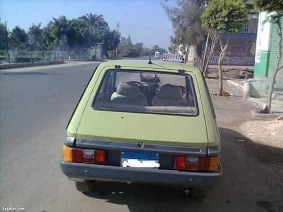 انا حرفيا فصلت ضحك    عربيتي دي فيات عطلت علي الطريق الصحراوي فعدت عليا
