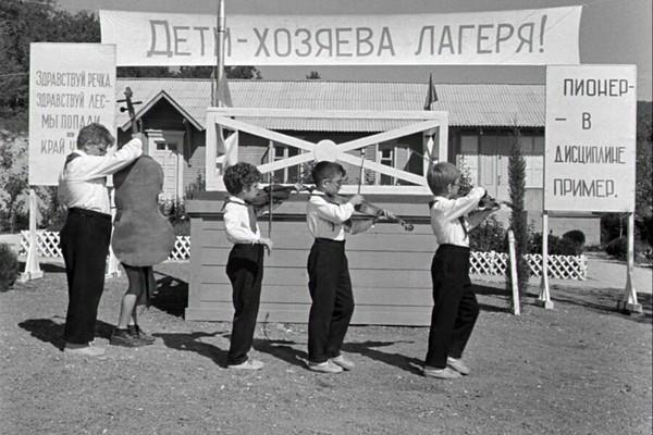 Какой советский фильм вам нравится больше