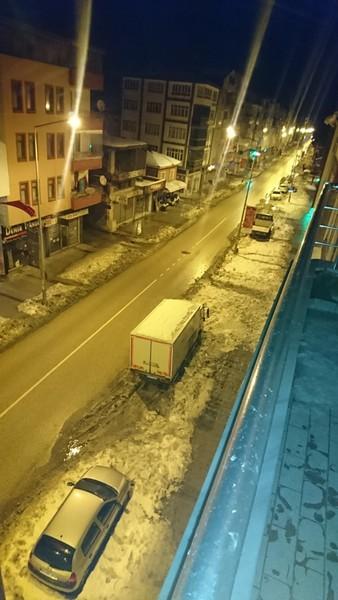 Düne kadar kar yağıyordu şimdi ise yağmur yağıyor