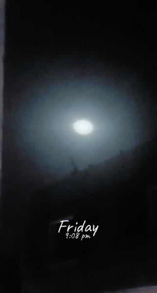 يا ليل طل أو لا تطل لابد لي أن أسهرك  لو كان عندي قمري ما بت أرعى قمرك