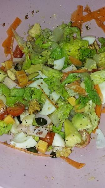 Qué ingredientes le añades a la ensalada
