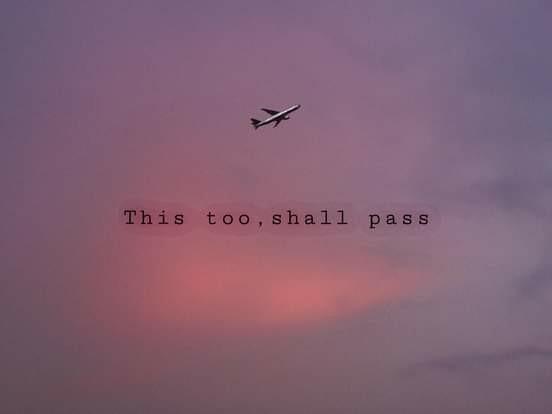Cầm tấm vé trên tay để bay đến nơi xa   Sài gòn đau lòng quá toàn kỉ niệm chúng
