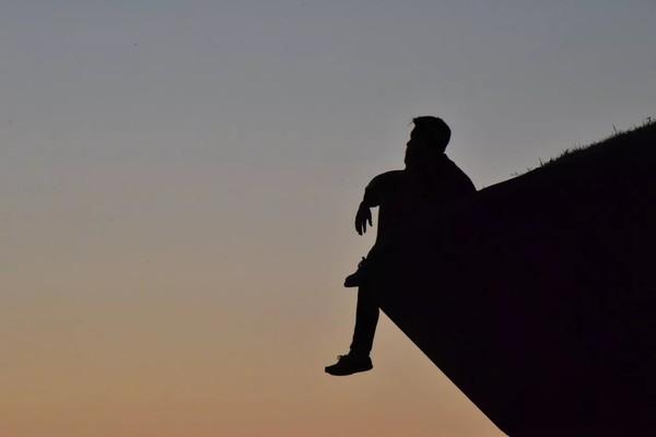 Оставаться наедине со своими мыслями  весьма опасное занятие но очень полезное