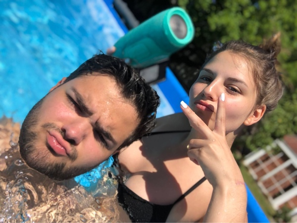 Kannst du ein bild von dir im Pool posten