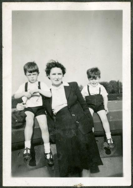 Gdy Paul miał 14 lat jego matka zmarła na zator który powstał w wyniku