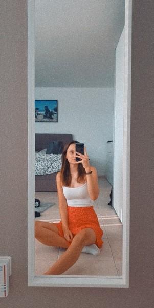 Hättest du Lust auf ask mal ein ganz Körper Bild von dir im sitzen zu posten
