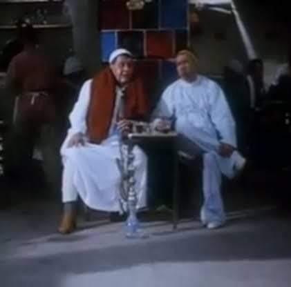 عمر  عنده سنتين   رمالي شنطة الميك أب بتاعتي كلها من الشباك  الدور السابع   ولما