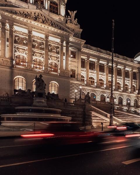 Давайка выбирать   Mersedes vs Audi    Москва vs Санкт Питербург   Английский vs