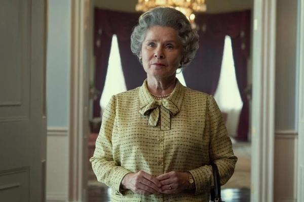 Imelda Staunton jako Elżbieta II na pierwszym zdjęciu z 5 sezonu The Crown