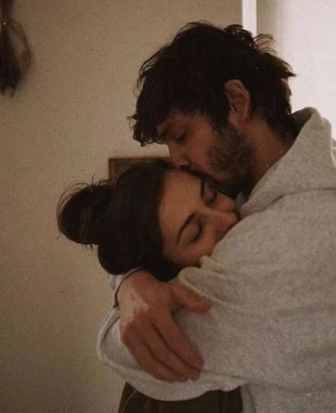 Парню 21 а его девушке 15но любят друг друга Как к такой ситуации относитесь