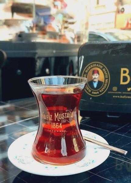 Velhasıl çay demini İnsan edebini kaybetmemeli